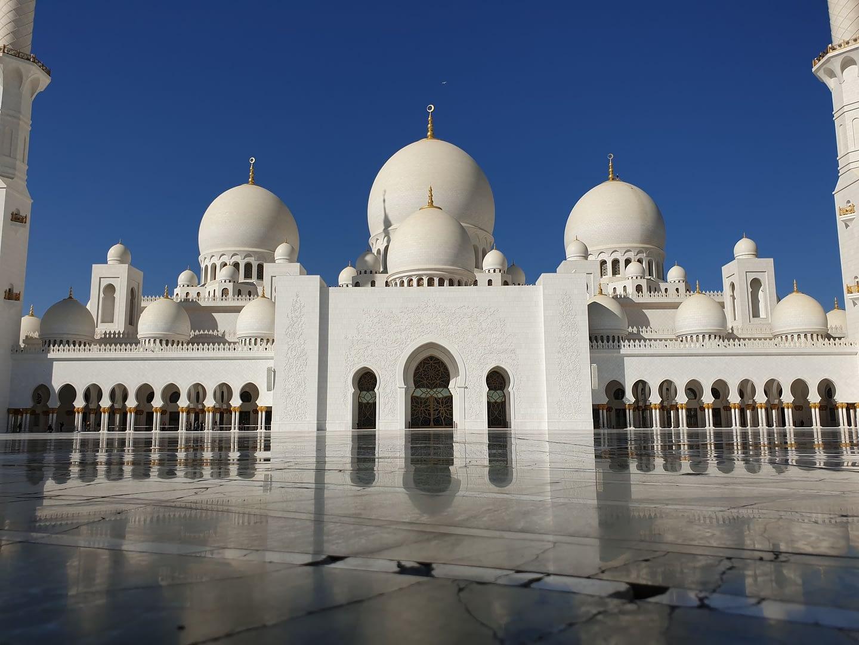 Travel Guide to Abu Dhabi, UAE